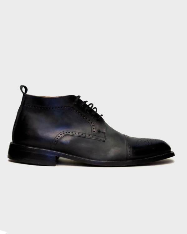 Botas de cuero color negro